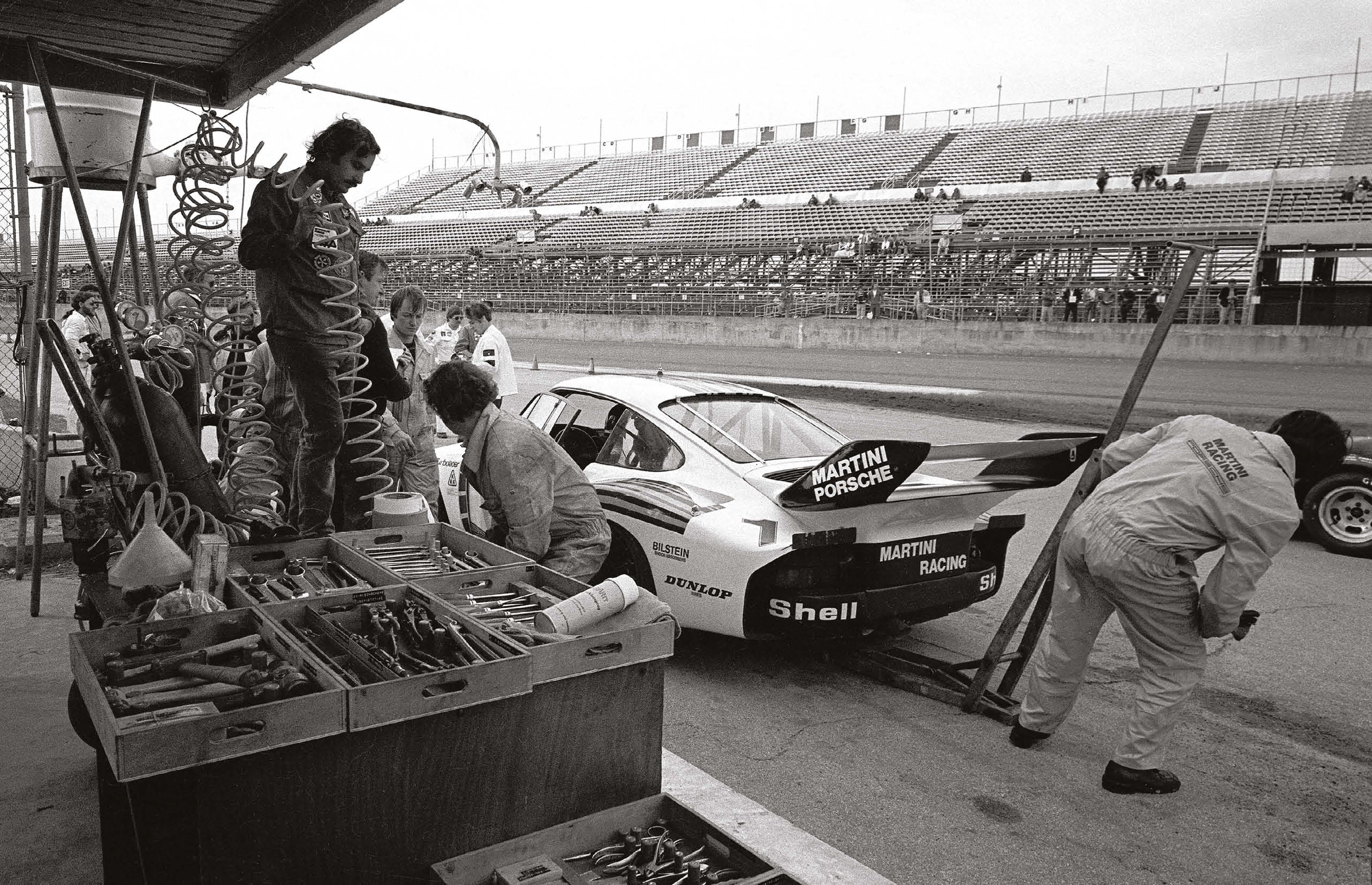 Porsche at work during the 1977 Daytona 24 Hours: the 935 of Jacky Ickx/Jochen Mass was quick, but suffered two accidents because of sudden punctures. The second proved terminal