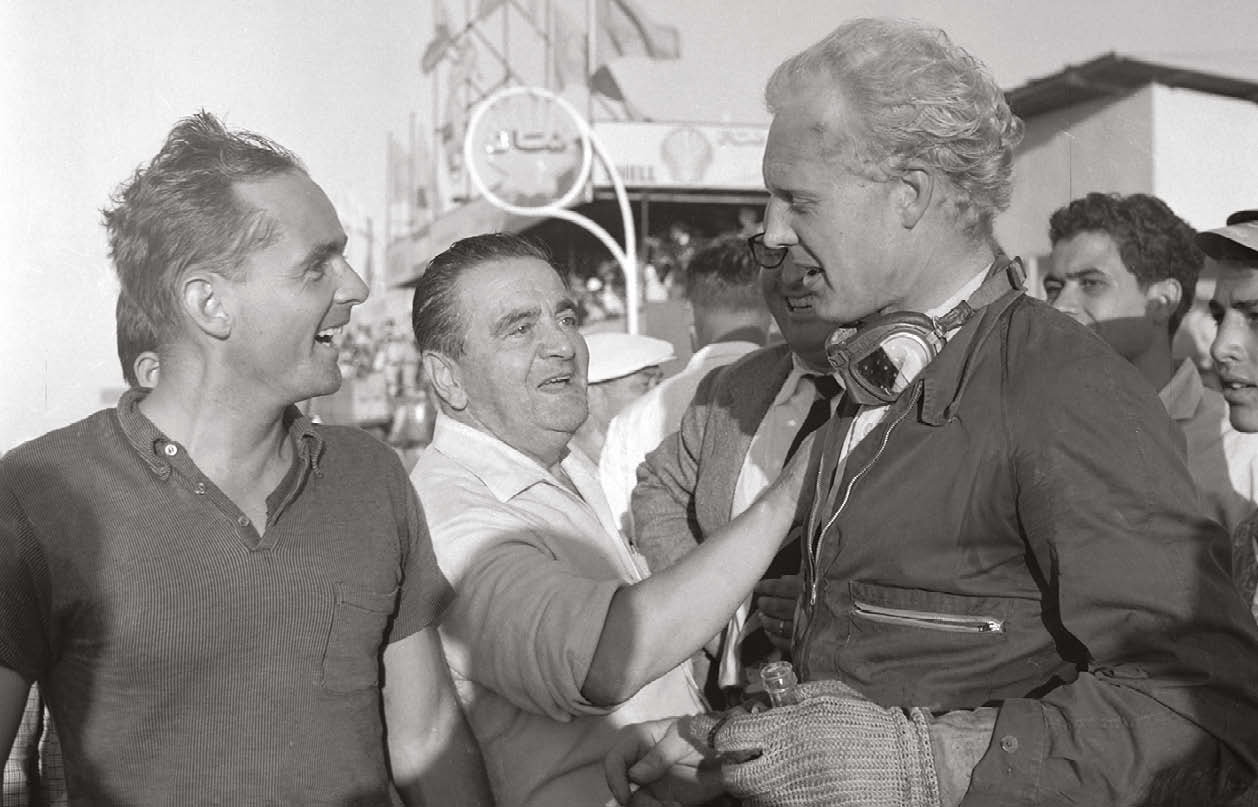 Hawthorn (right, speaking to Phil Hill) was always happy to talk to his fans – especially over a pint!