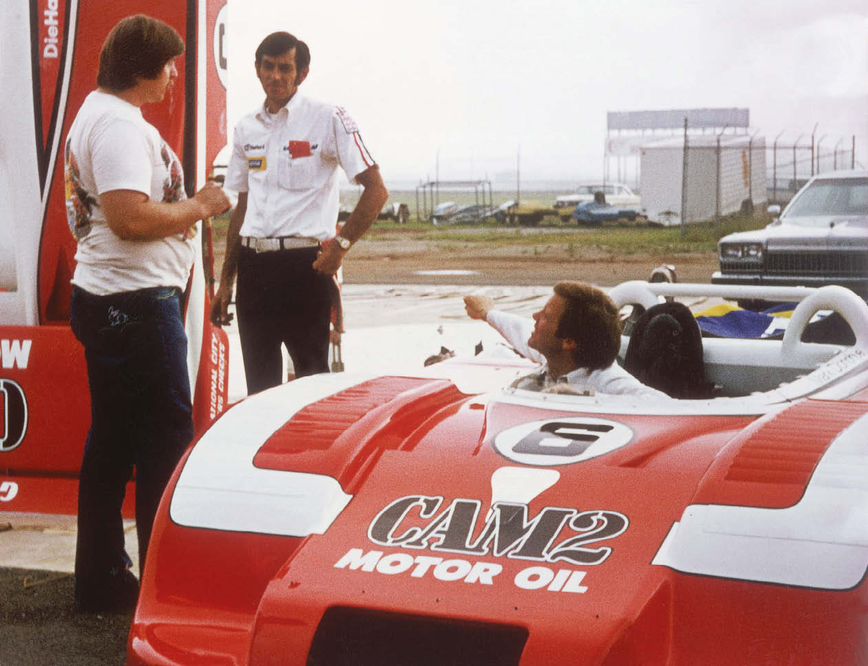 Porsche's Helmut Flegl oversees the run as Mark Donohue gets settled in the car
