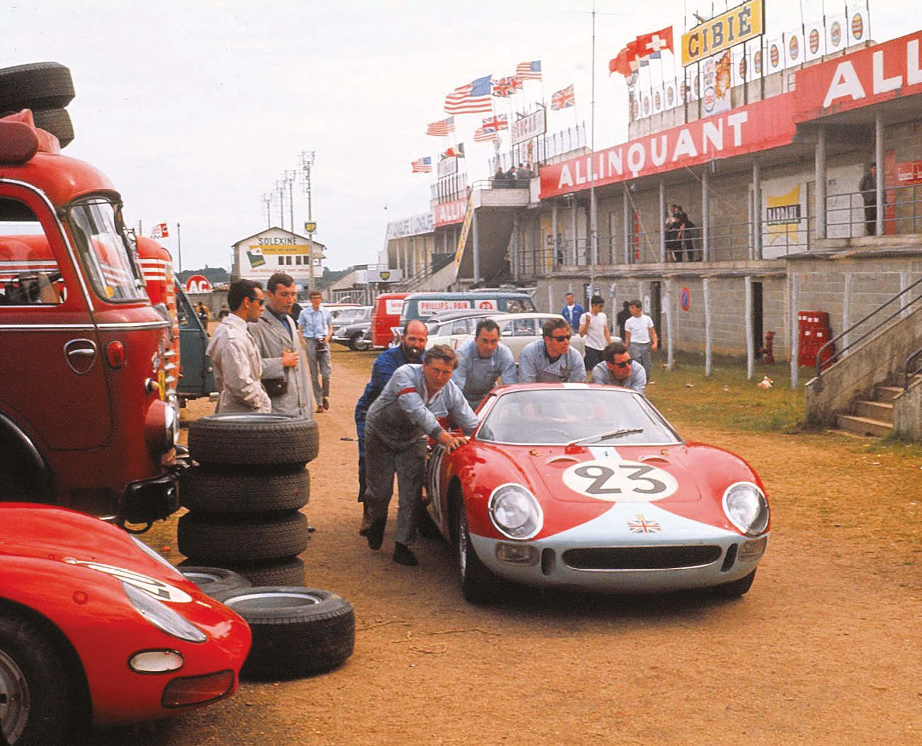 The Maranello Concessionaires Ltd Ferrari 275LM of Lucien Bianchi/Mike Salmon is pushed to the grid. It would retire after eight hours with gearbox failure
