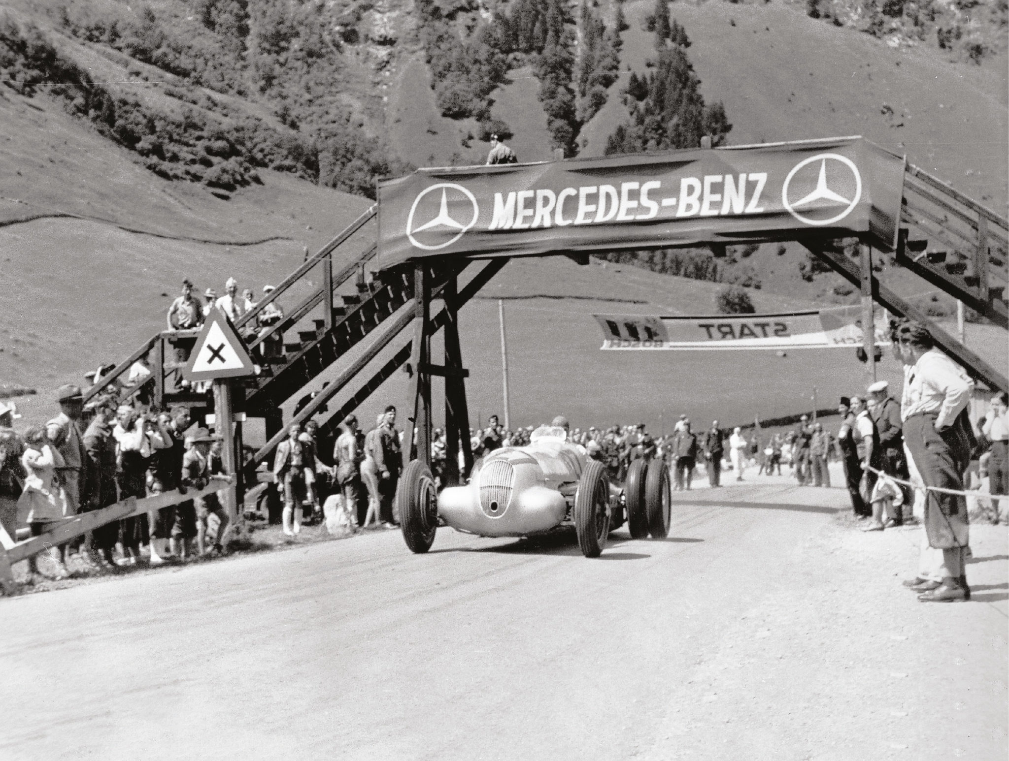 Grössglockner 1939: Lang tries twin wheels on his W125 Mercedes but drops them for his winning ascent