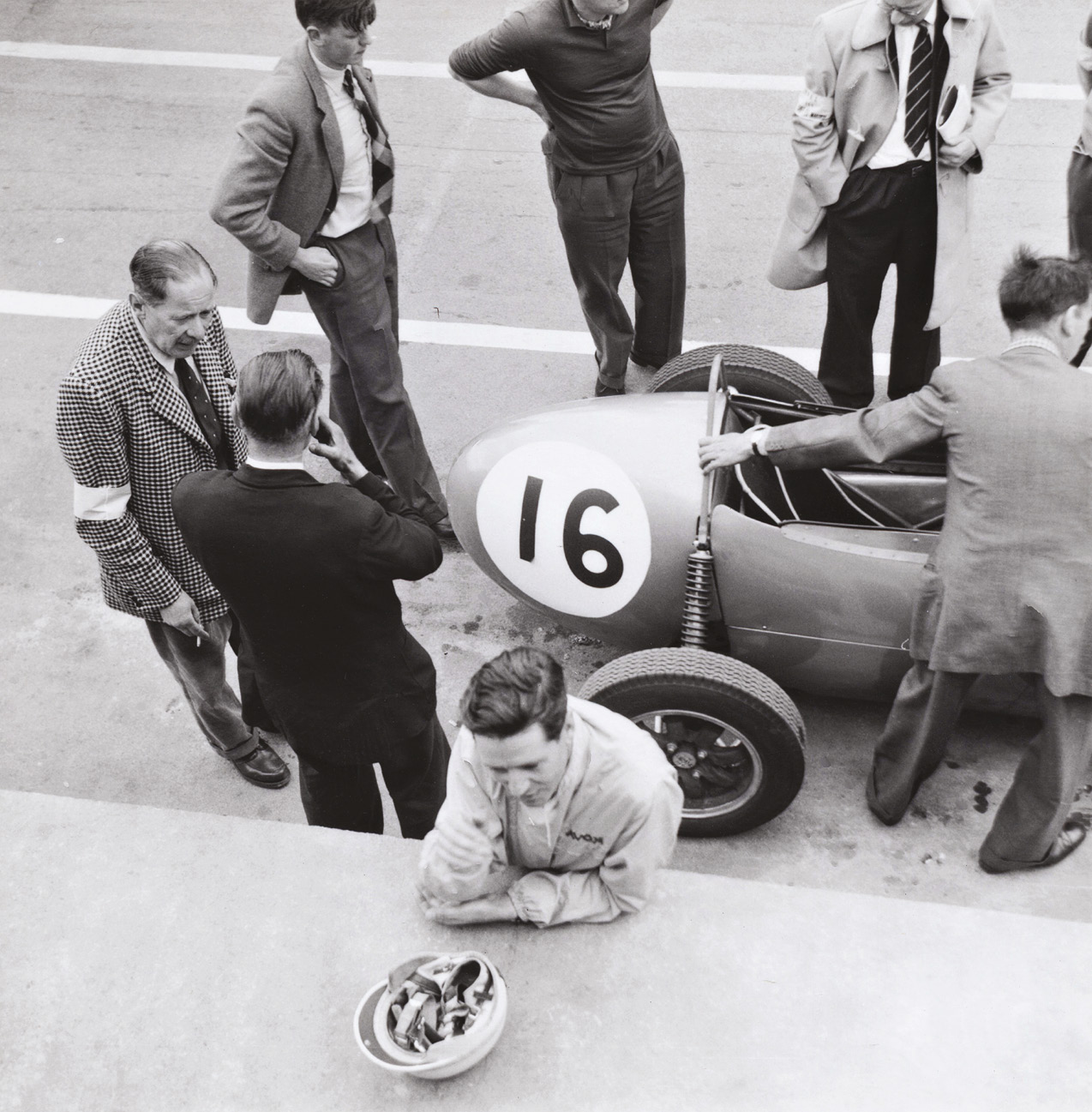 Motorcycle racing star Geoff Duke contested the Formula Junior support race in a Gemini.