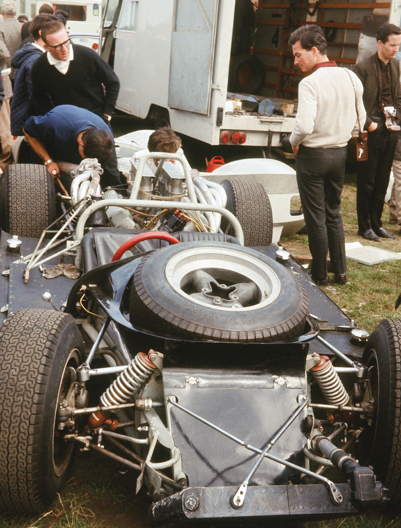 Hill also raced this Coombs McLaren Elva-Oldsmobile on the same day at Brands, in the Guards Trophy, but suffered engine problems