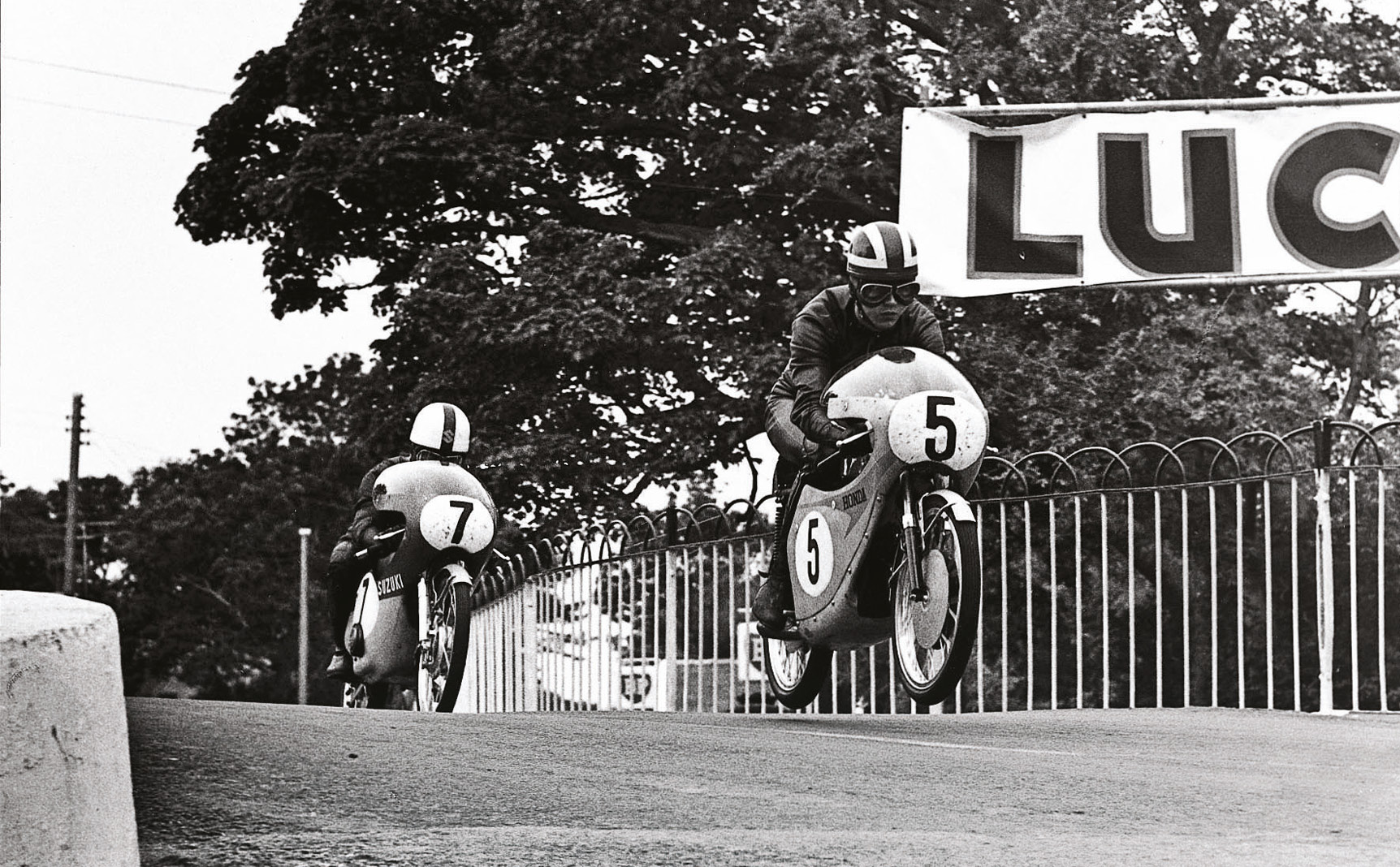 Bryans at full flight on Honda's 50cc twin, leading Suzuki's Mitsuo Itoh during the Isle of Man TT