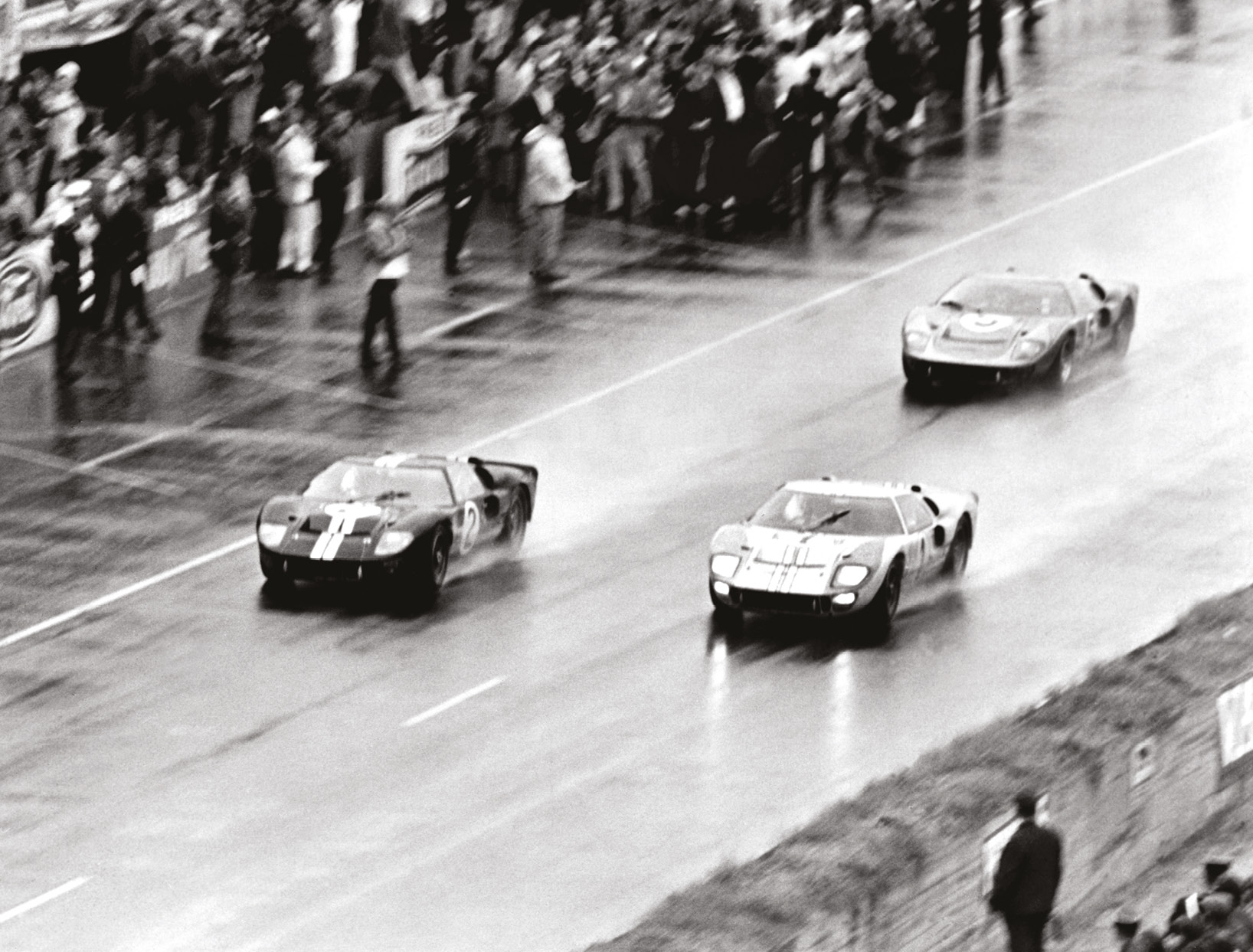 Did Bruce McLaren (car 2) put on a final charge to beat Miles in '66?