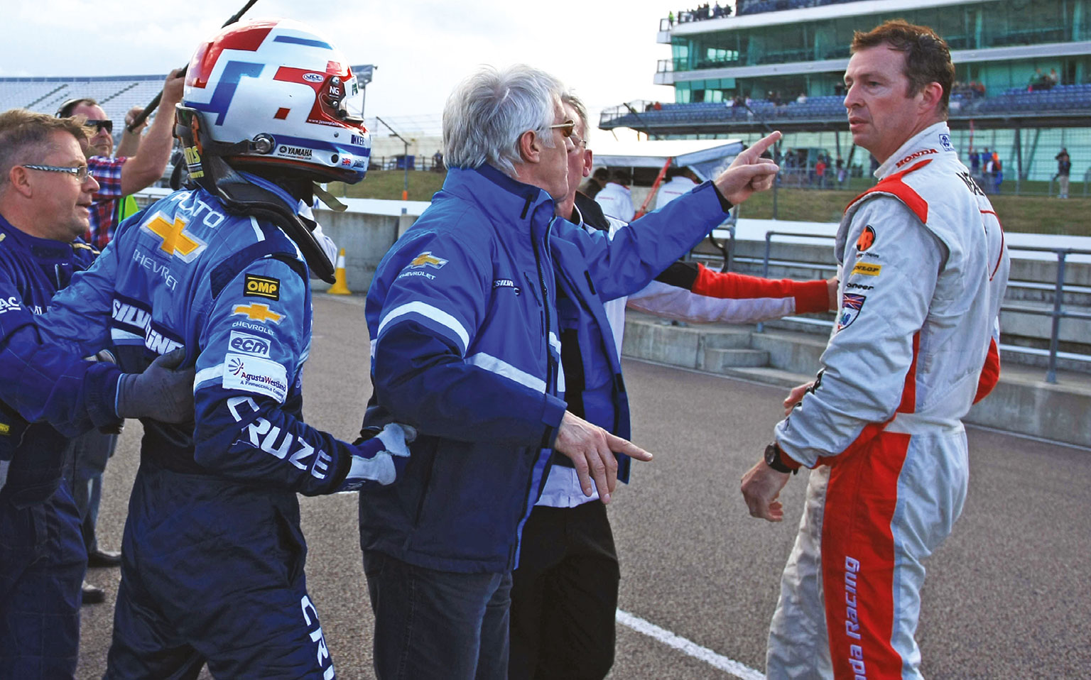 Fisticuffs, or a bit of showmanship handbags? Plato and Neal come to blows at Rockingham