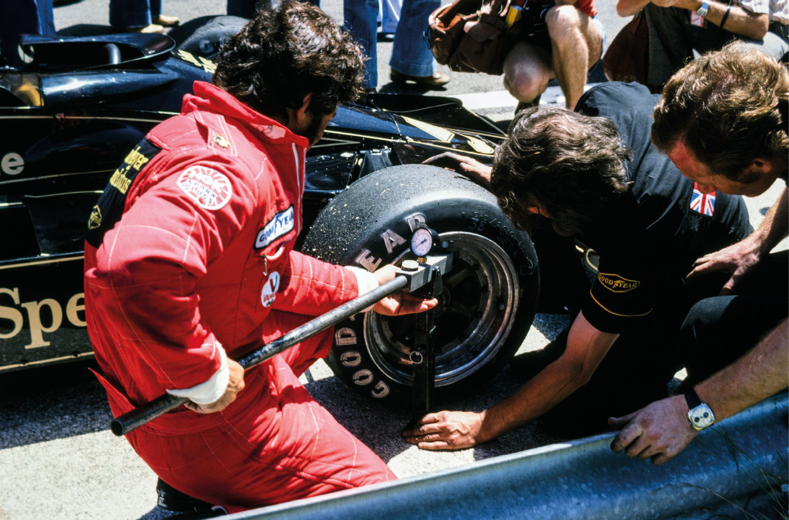 Very hands-on with tweaking the 78, Andretti checks wheel torque
