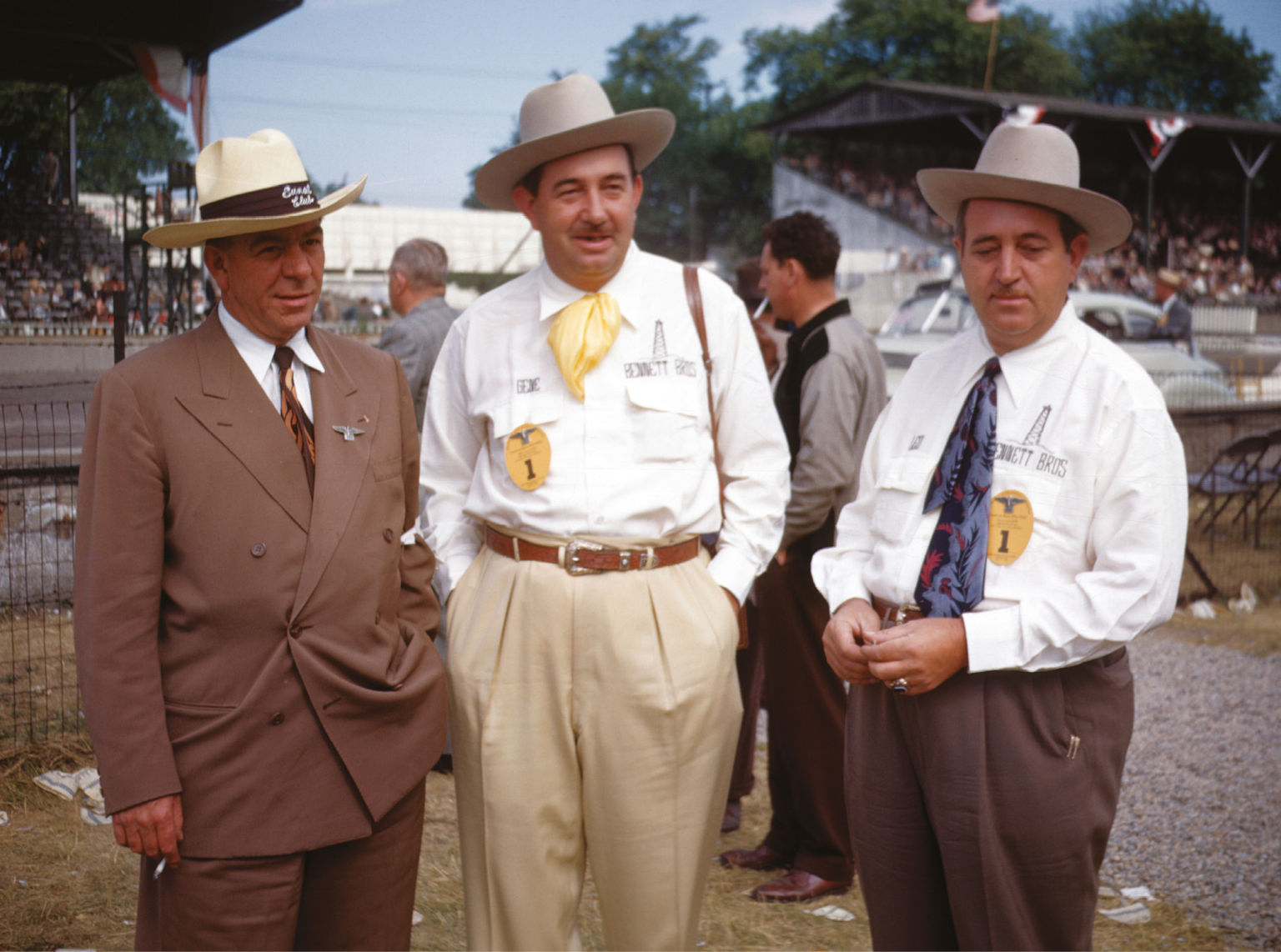 Paddock wear 1948 style: fashion tips from Indianapolis