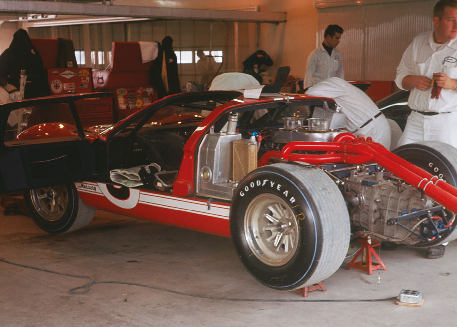 Pole position Foyt/Gurney Ford MkII failed to last the 24 hours, due to a broken con rod