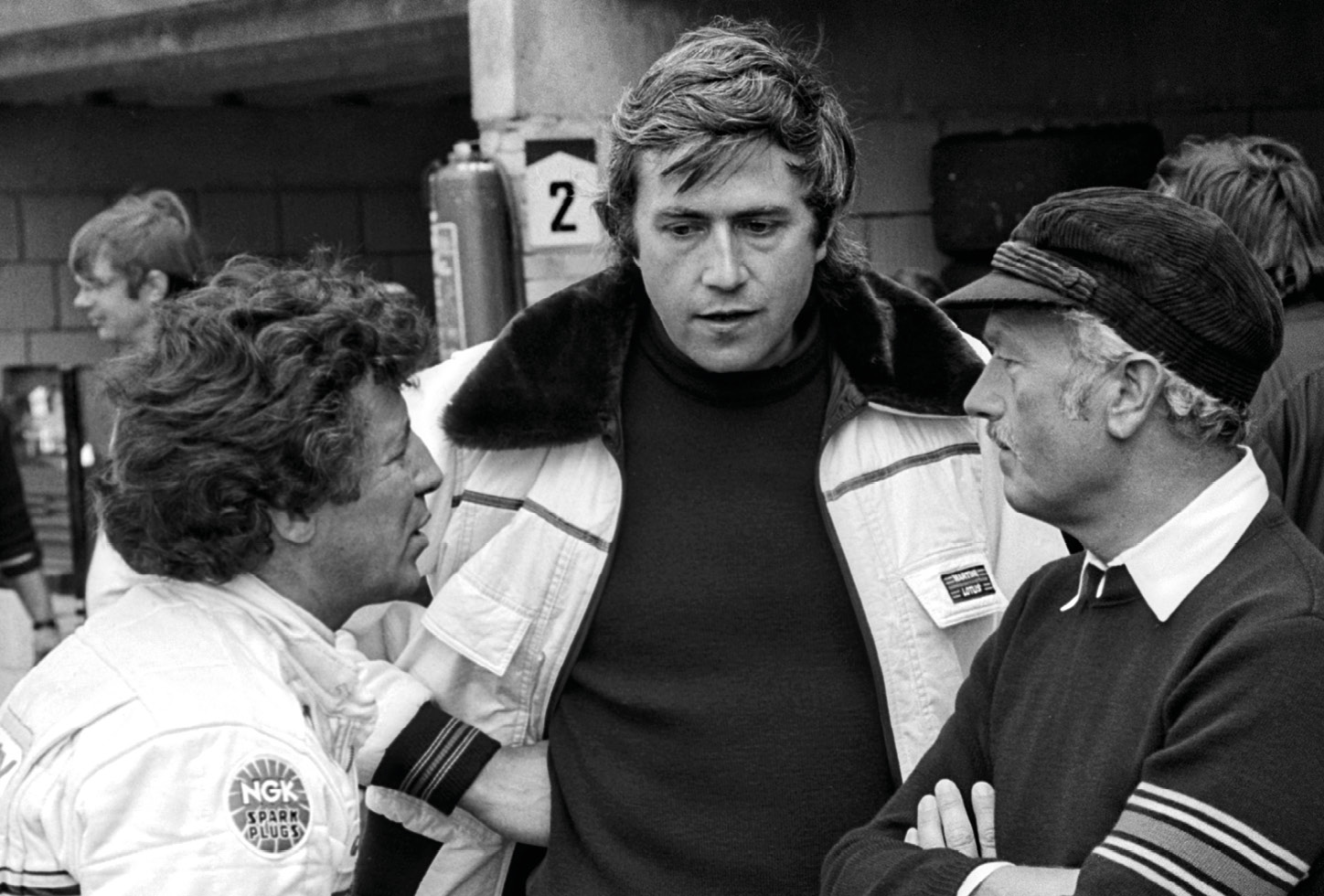 Andretti and Chapman in discussion with aerodynamic expert Peter Wright